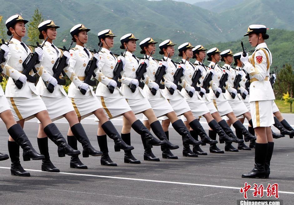抗战大阅兵女兵曝光 性感漂亮又威风 - 铁兵情 -        铁     兵     情