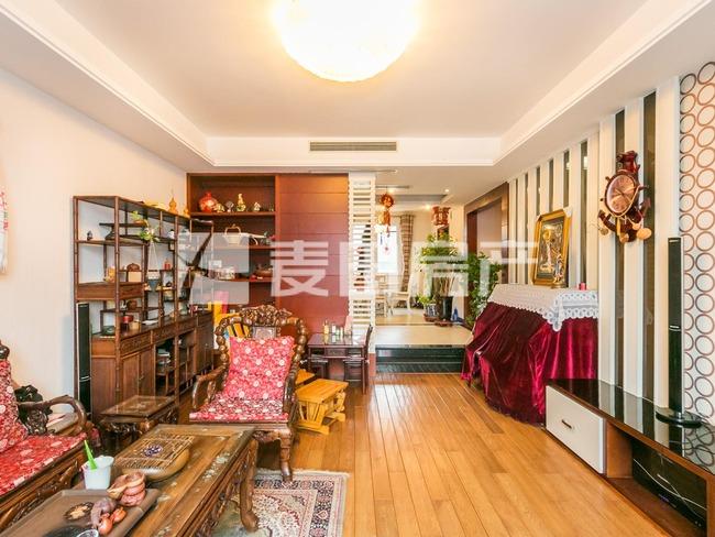 傲城尊邸-天溪园 两卧客厅朝南的上叠别墅 带百平米露台