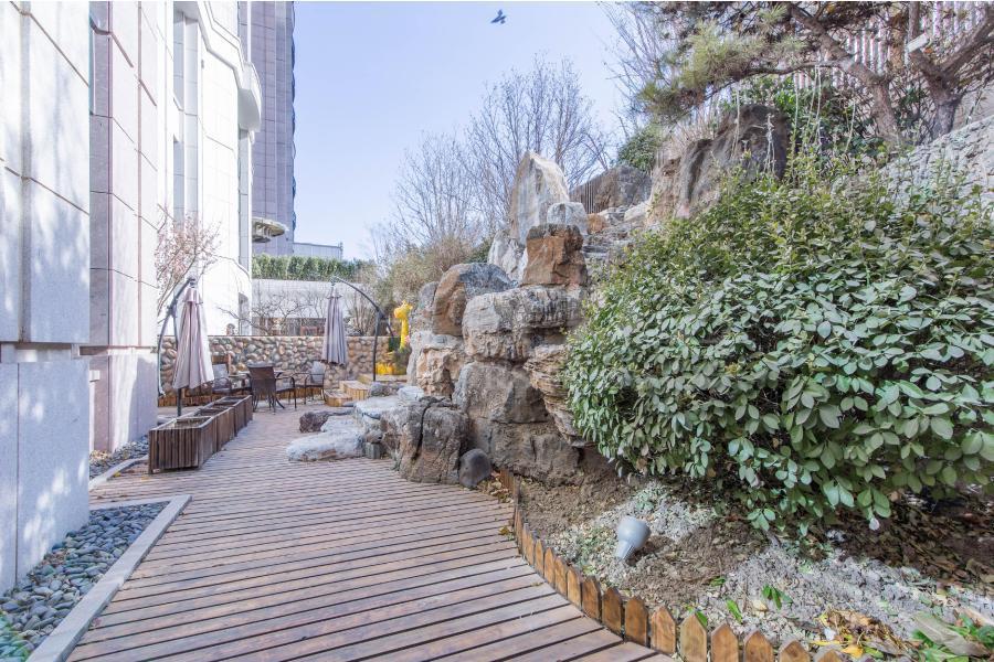 带90平花园 下跃 6室设计 实房照片 私密性好 仅一套下跃在售