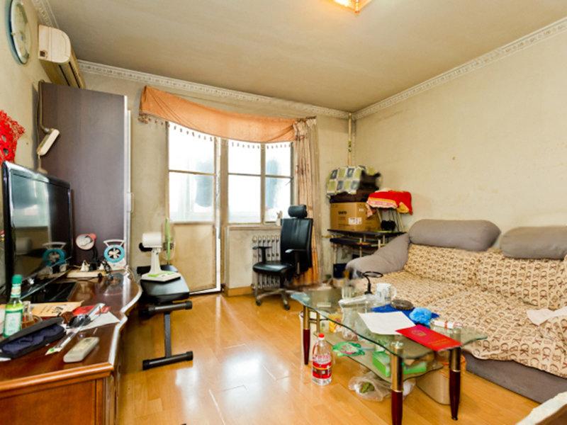 永泰东里:新上南向1居室 中间3层全天采光 紧邻地铁看房随时