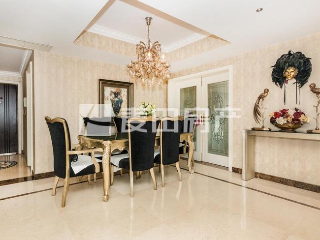 品质欧式风社区 室内保持不错 带储物或保姆间 及洗衣房 阳台