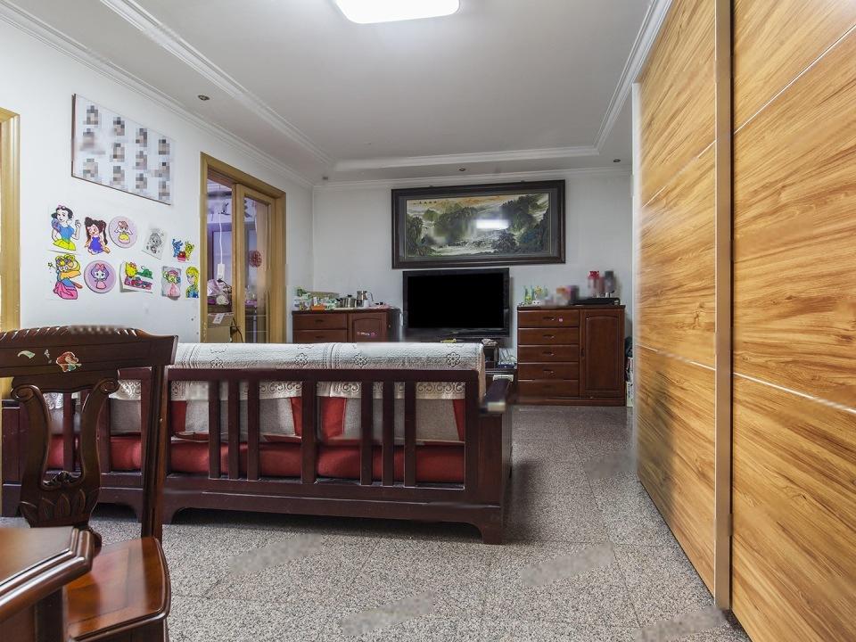 正规四居室,中楼层,小区中间位置,地铁500M