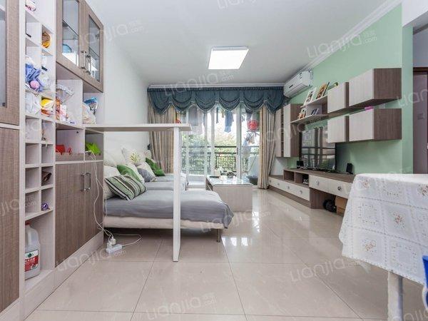旭景家园 精装三房 业主自住 厅出阳台 楼层适中 采光很好