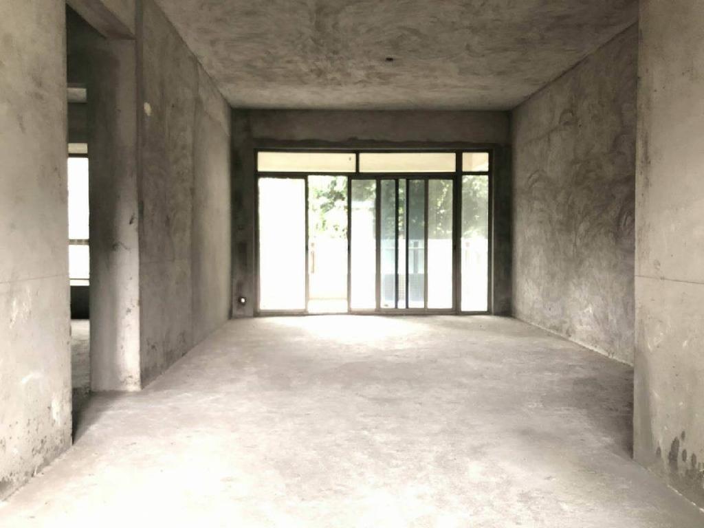 星晨时代豪庭3室出售,毛坯房,东南 ,不要错过。
