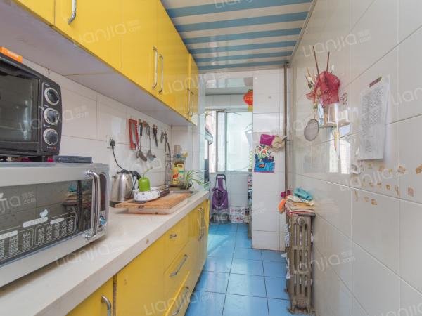 为你而选为你为家 东南向正规两居室,简单装修,诚心出售