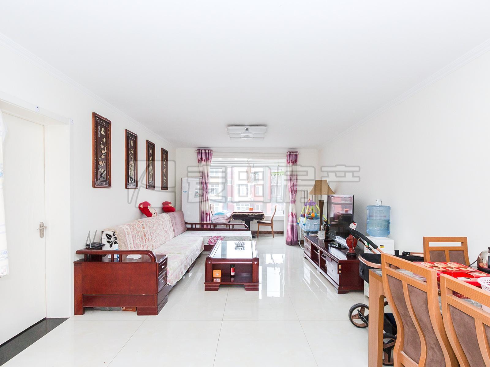 龙锦苑东五区 刚需三居 免装修 中间楼层 户型方正 南北通透 诚售