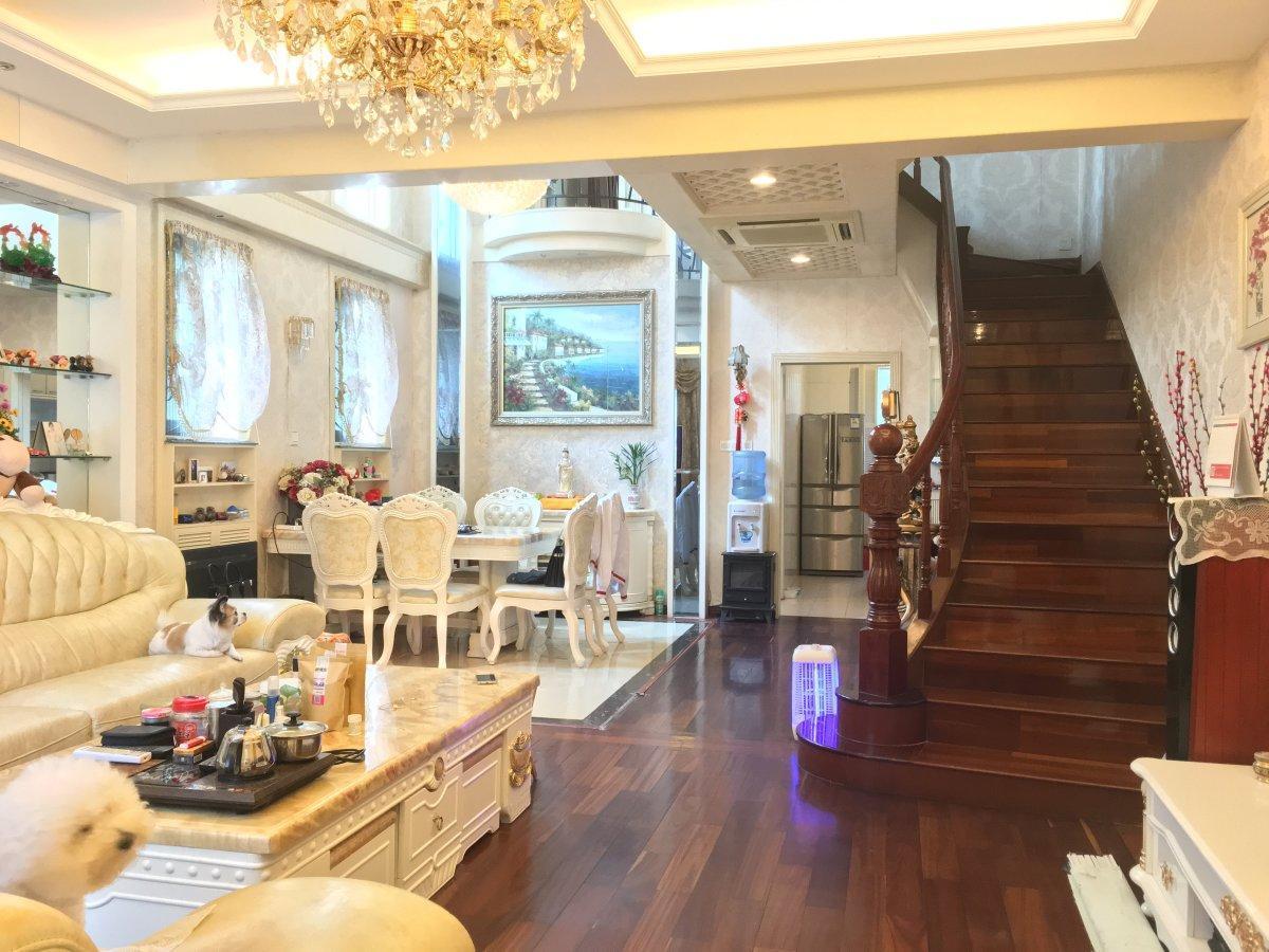 香江单边联排别墅 中空大厅居家 装修 南向花园 价格可议