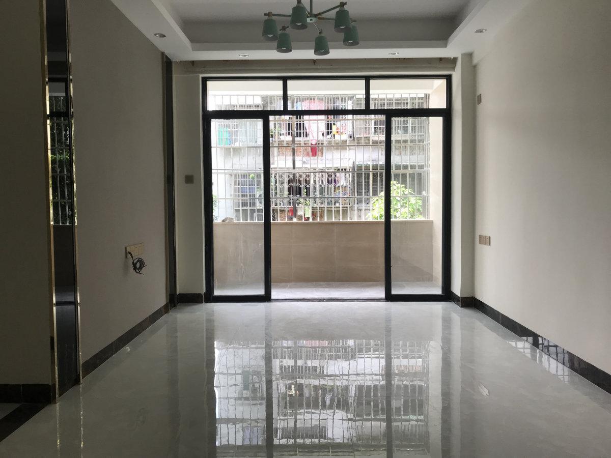 景泰新村 温馨两房 方正实用 精美装修 看房方便 有钥匙