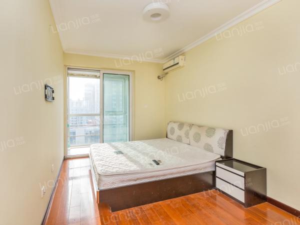 为你而选 南北通透一居室 精装修 卧室带独立阳台