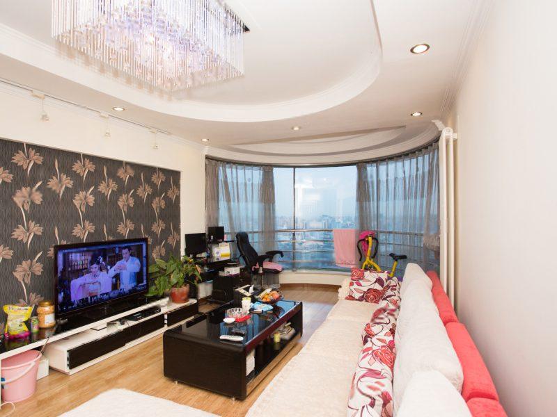 急售西二环148.8平东南西向大三居室精装修业主诚心出售。