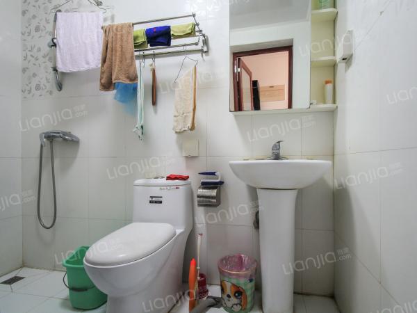 为你而选 正规三居室,南北通透,采光好,视野开阔。