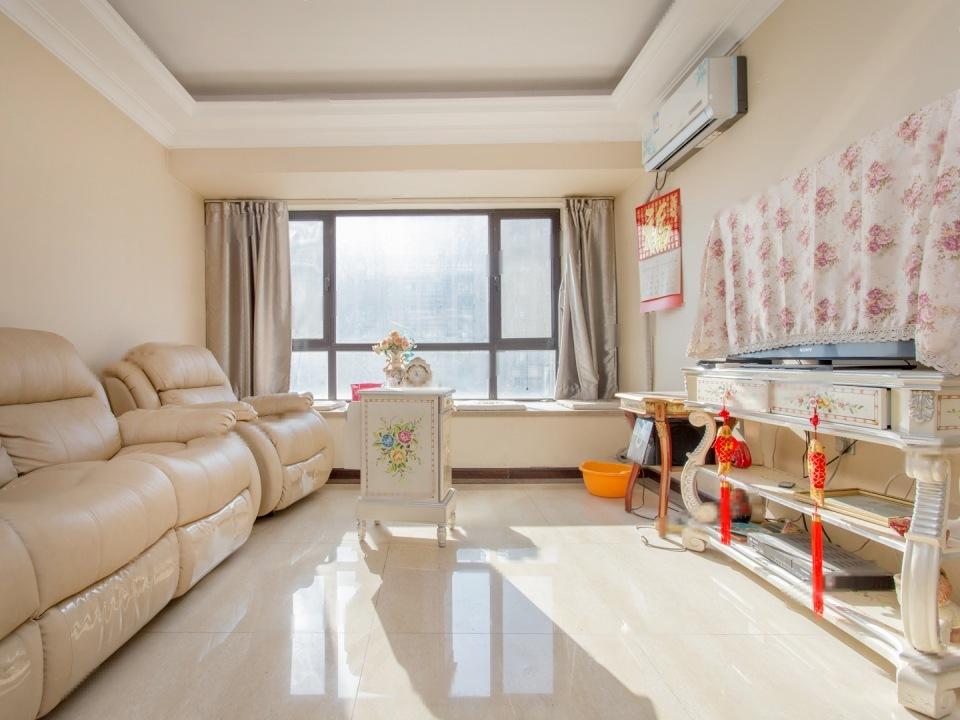 香悦四季东区,精装修,中间楼层,南北三居室,满五年,一套房