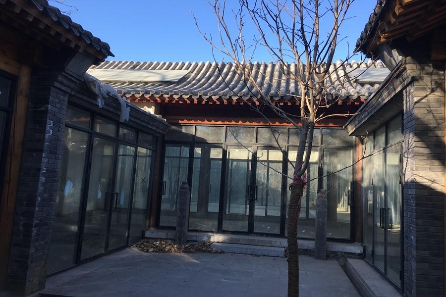 北锣鼓巷,正座三进四合院,新翻建,落地窗,带80平露台