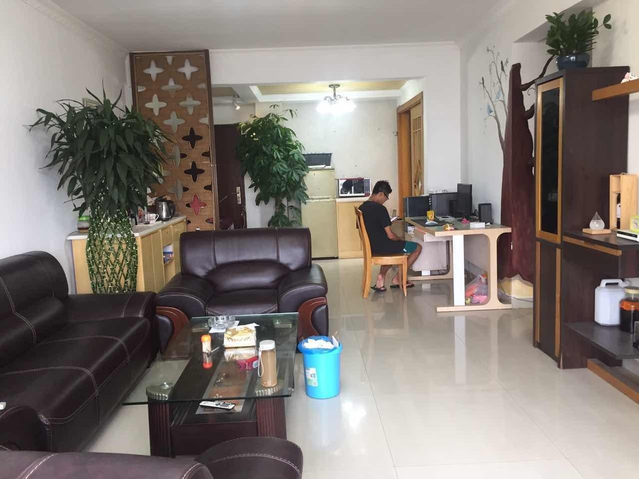 昊龙南区 电梯三房新装修带租放卖 送家电随时看房