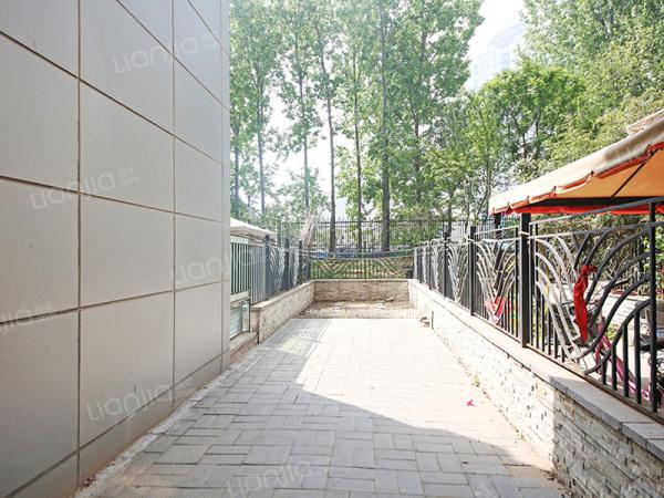 为你而选 京贸国际城一层带南花园和地下室南北通透全明户型