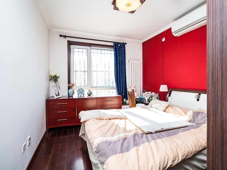 正规一居室  精装修  总价低   诚心出售