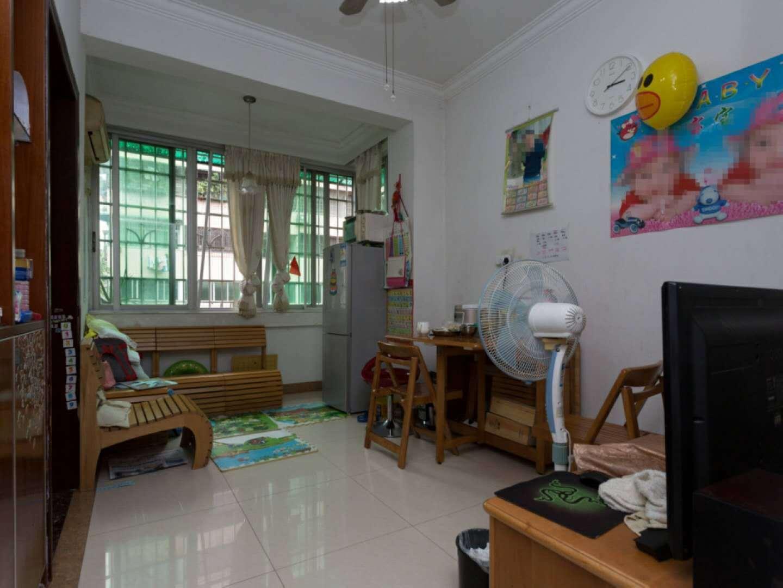 交委小区中层2房1厅,精装修,价钱 。