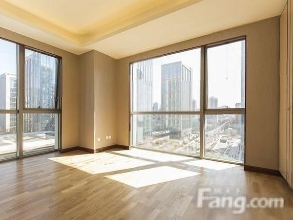 林肯二期纯新房、东南向、175平三居室、600万、采光好、随时看房