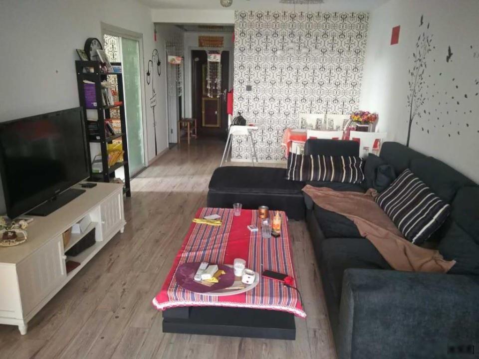 小区 全南两居室 205 能平移户口 随时看房
