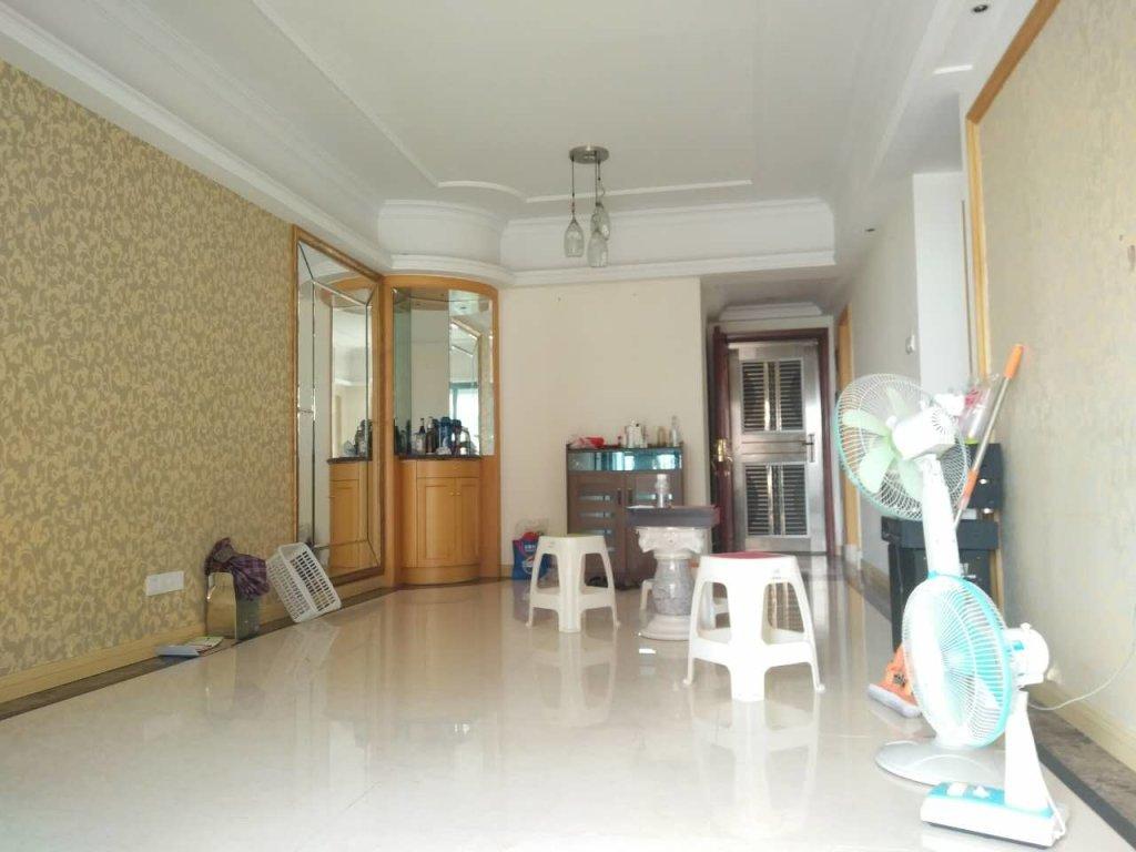 锦城一期花间集3房2厅 带装修 南向  证够2年 拎包入住