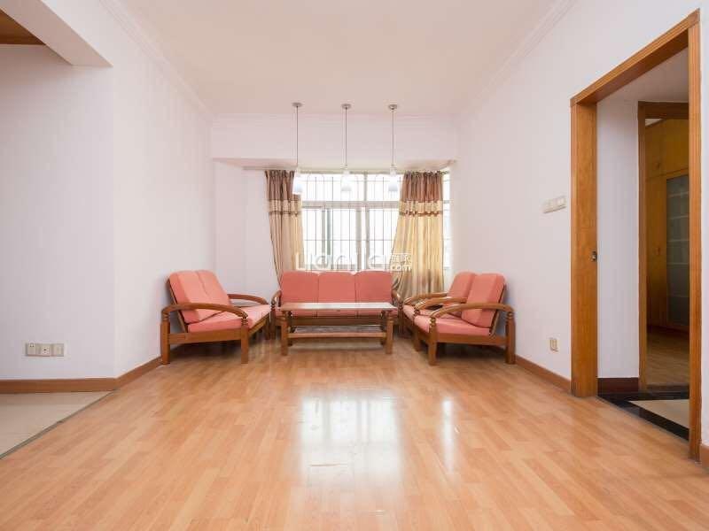滨江东 客厅朝正东,三个房间分别朝正东、正南,采光通风极好