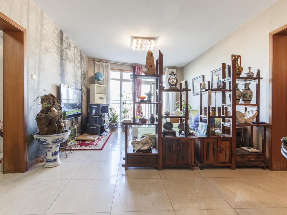 房子很适合一家人居住 两个卫生间 房间设计的很合理