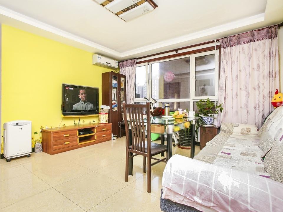 金汉绿港,标准三居室,首付100万,紧邻地铁,中间楼层,随时看