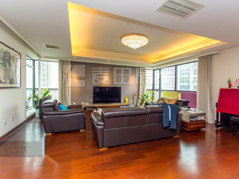 华远裘马都,南北四居室,高楼层,满五年且北京只有这套,凤凰城