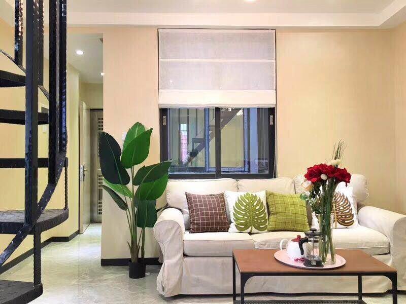 西门口地段 低层两房 带天台 房产证面积40方 实用面积80