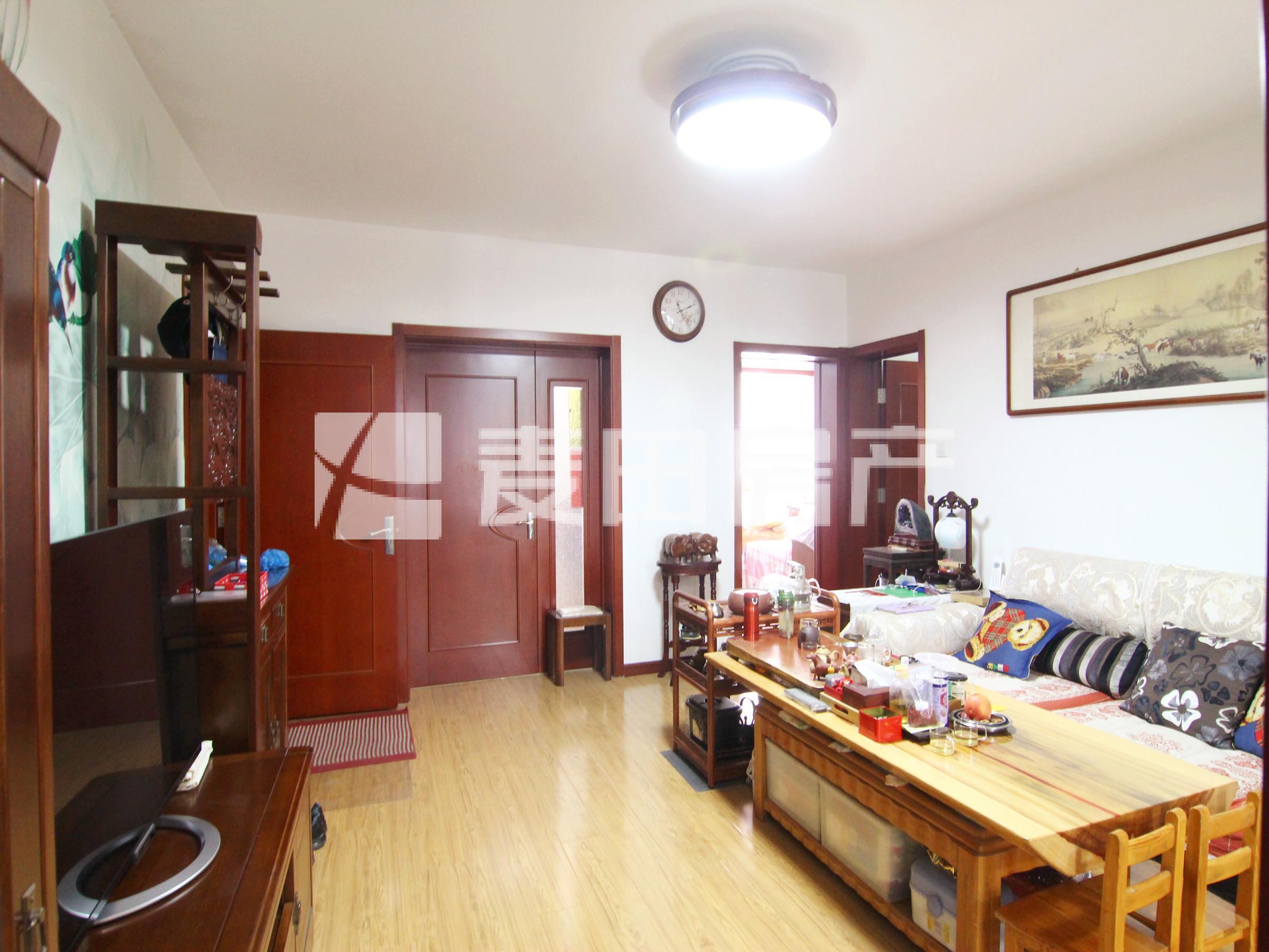 一层带小院 公房实用面积136平 15年重装 可做4居室 配套全