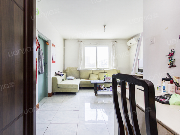为你而选为你为家 南北通透两居室,双卧朝南,客厅带西边窗子。