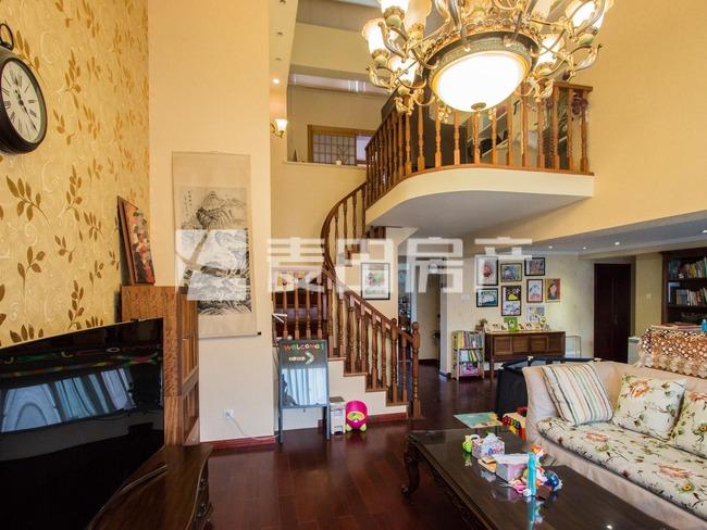 单价7万大西洋复式三居、带电梯7层无遮挡、主卧客厅南送衣帽间!