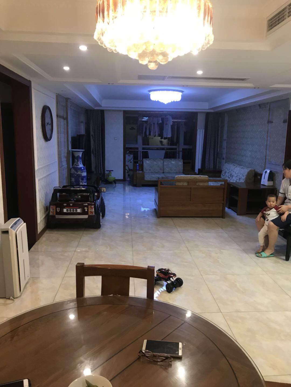 礼御府平层四居室      精装修诚售      14层小区中间位置