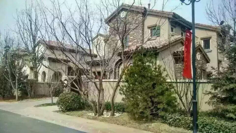 (昌平独栋别墅朝凤山庄)花园200平米260平米990万。