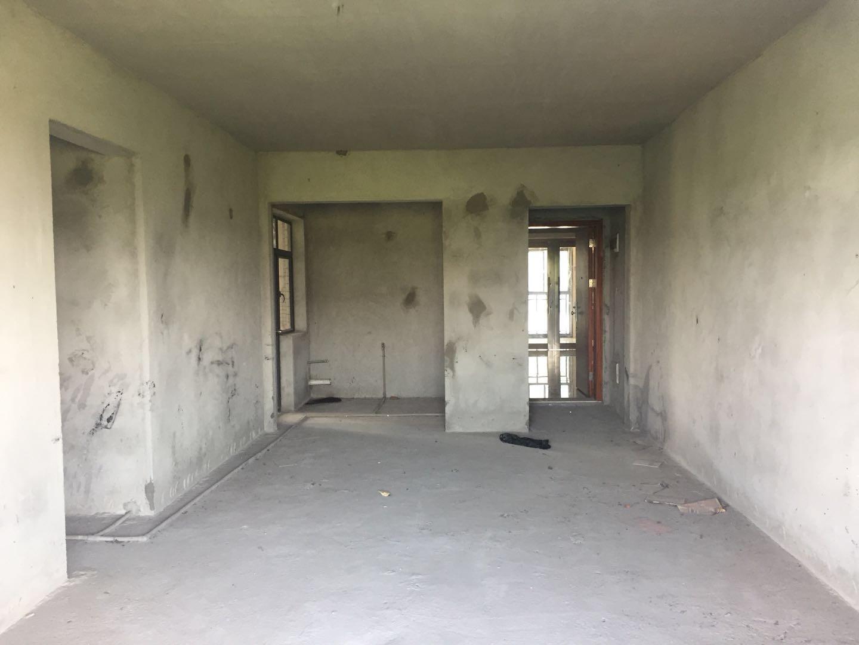 东凌广场 新东城 南向毛坯房3室 户型方正 主套衣帽间
