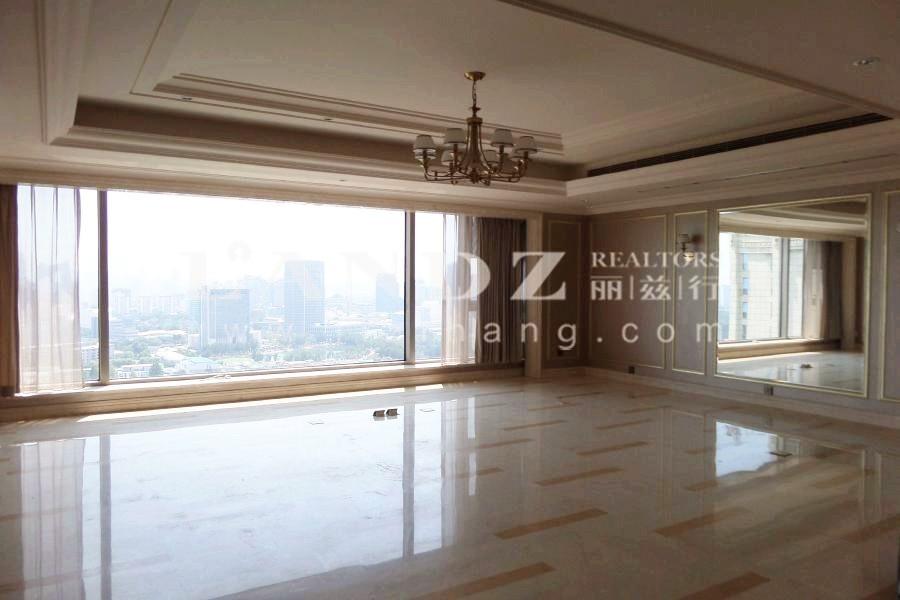 520平5居室大户型,手机拍的照片,浅色美式装修
