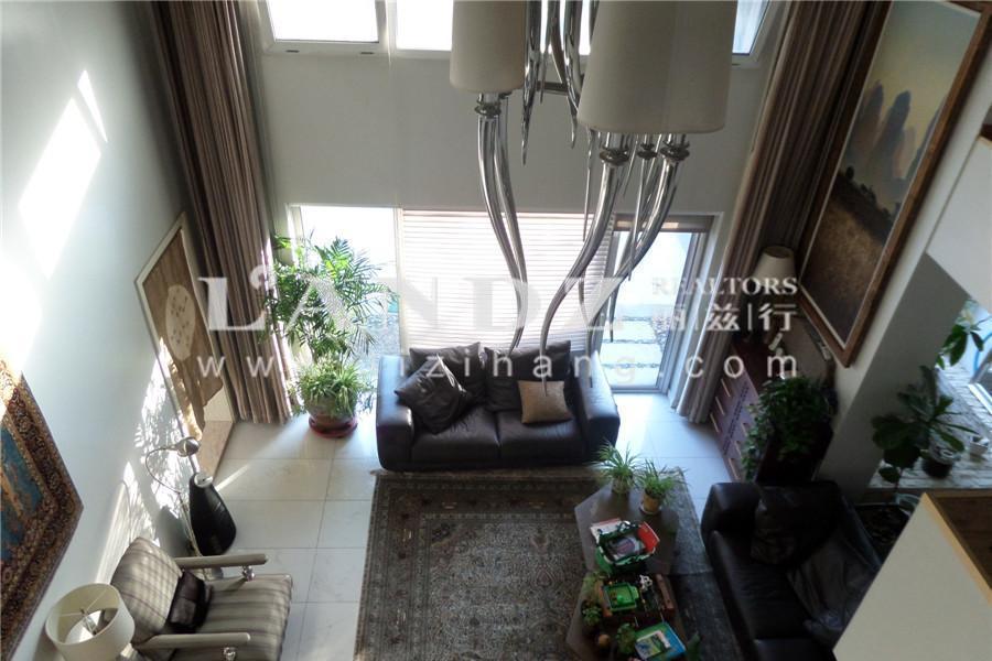 1000平花园 自住装修保养好 中式风格 亭台楼阁 使用面积900平