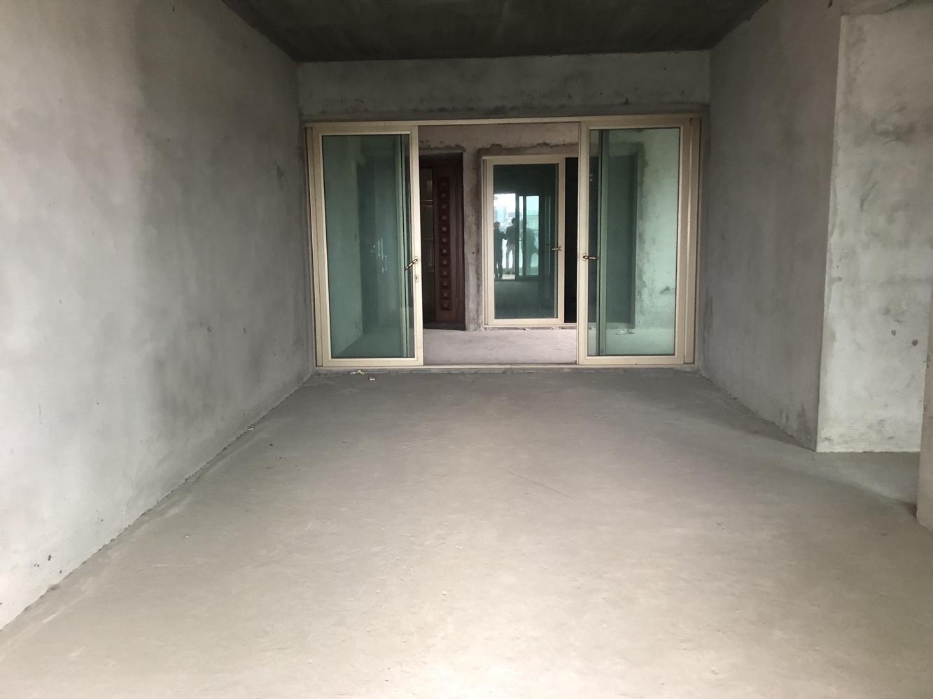 锦东花园A区 毛坯3房 中层 东南向 户型实用 随时看房