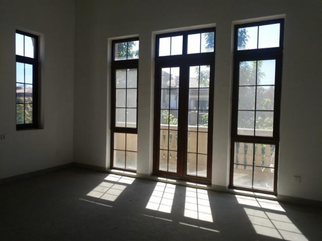丽春湖西侧 纯独栋 邻小区公园   次新房   带 私家电梯