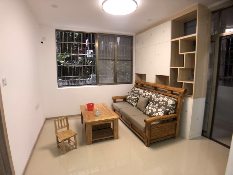 下塘西路低层精装修2房1厅,临近地铁,省级学位。