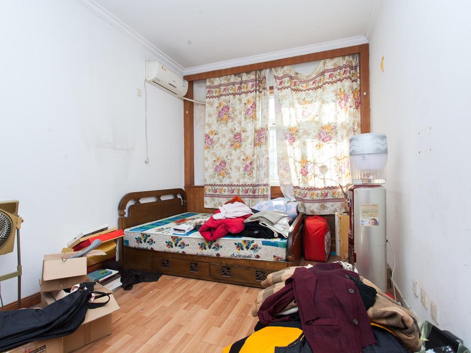 低楼层全南向两居室 单独小院封闭管理