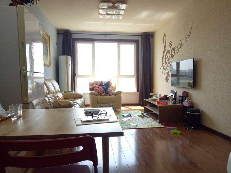 金竹花园两居室101平米,报价175万有地下室,看房方便