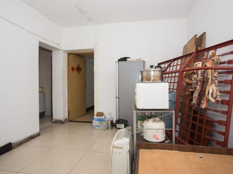 丽泽商务区,南北通透两居室,带阳台,满五年,低楼层