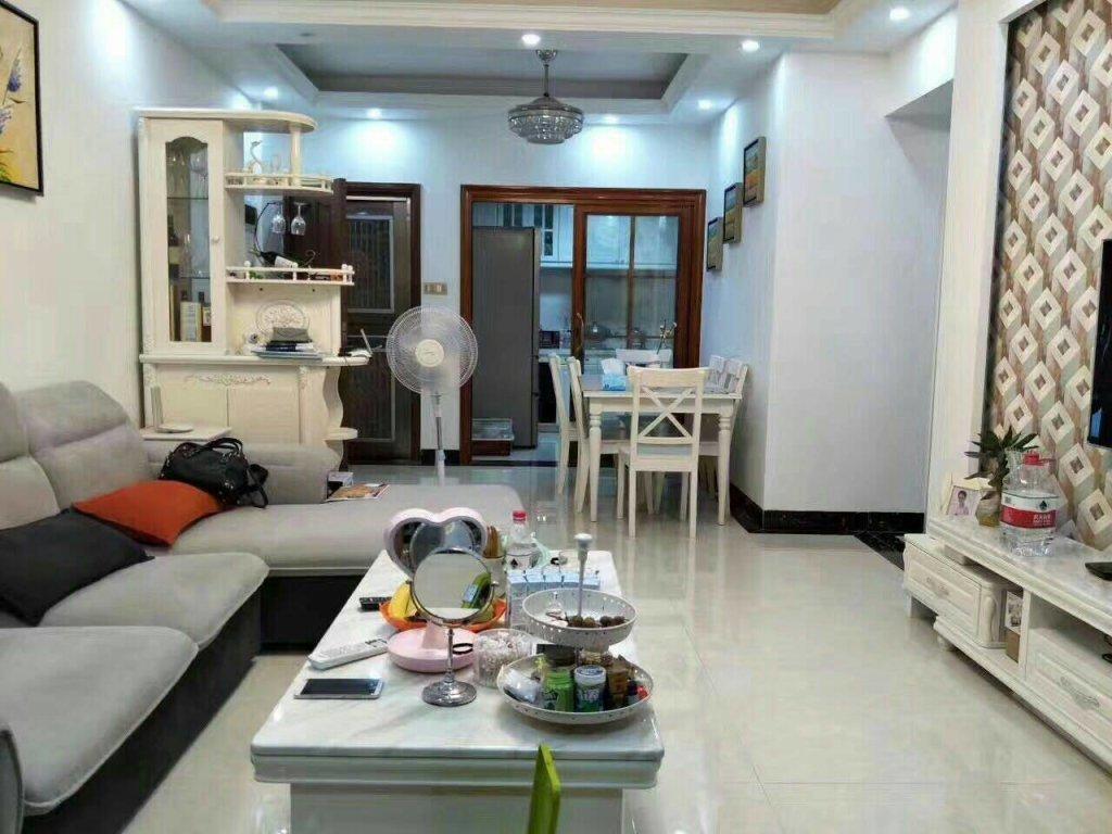 洛涛南区 像样板房一样漂亮的装修 3房2卫 满足家庭需求