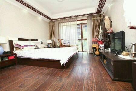 正规三居,双卧客厅朝南,精装,带60平露台
