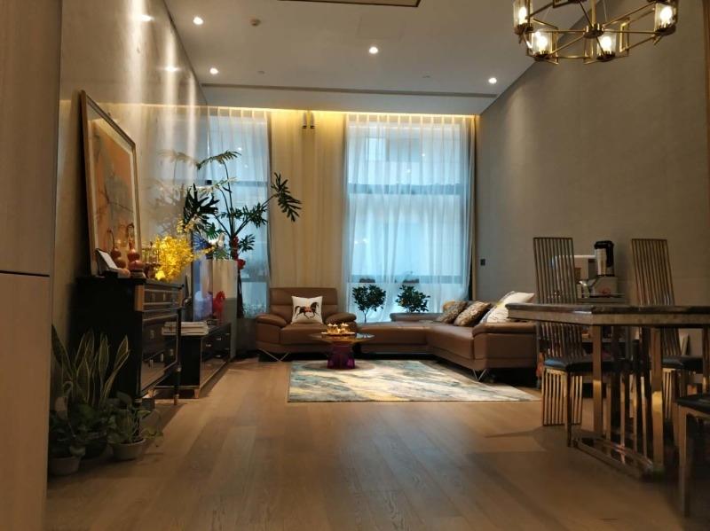 东三环 梵悦108 1350万一居室 单价11万 124平米 看房方便