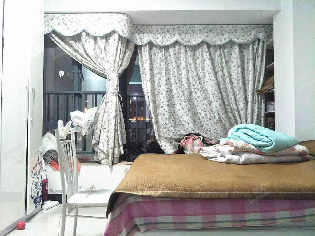 精装一房一厅 北望广州塔 楼下就是地铁  笋盘