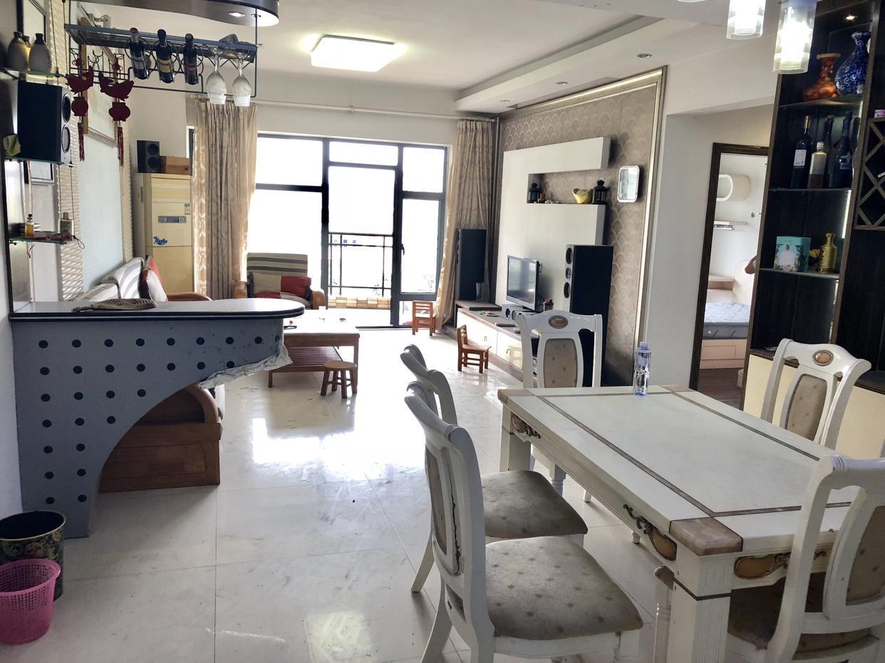 东城雅苑 四房改三房 精装修 保养好 居住* 仅售250w
