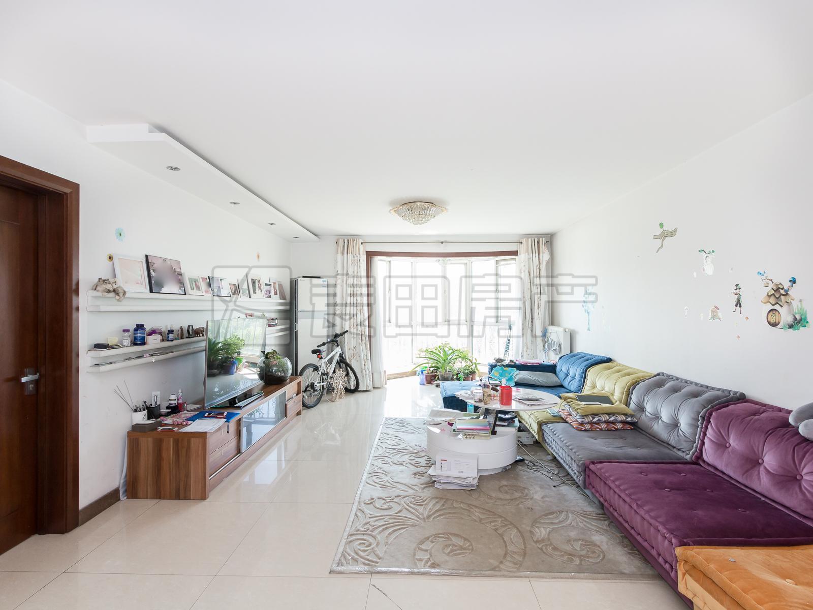 晴雪园高层三居室 大厅南北通透 双主卧朝南 带四个阳台 临绿化带
