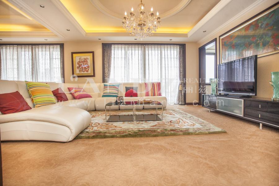 客厅高6.4米,次顶层复式,南向100平米大主卧,可做五居
